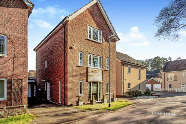 4 Bedrooms Detached House for sale in Bracknell, Berkshire, .
