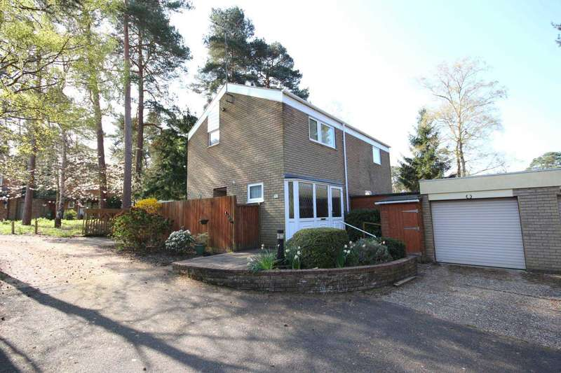 4 Bedrooms Detached House for sale in Cheam Close, Bracknell
