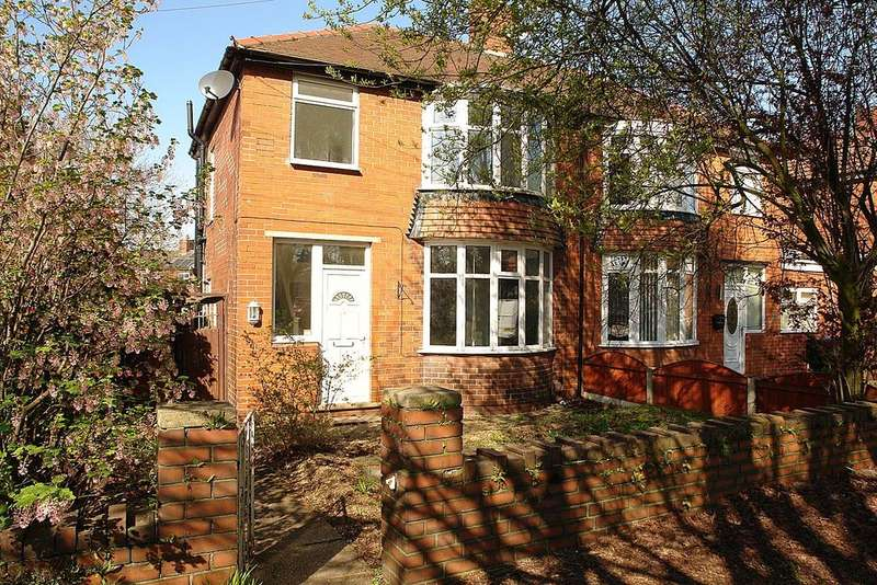 3 Bedrooms Semi Detached House for sale in Broadway,Chadderton