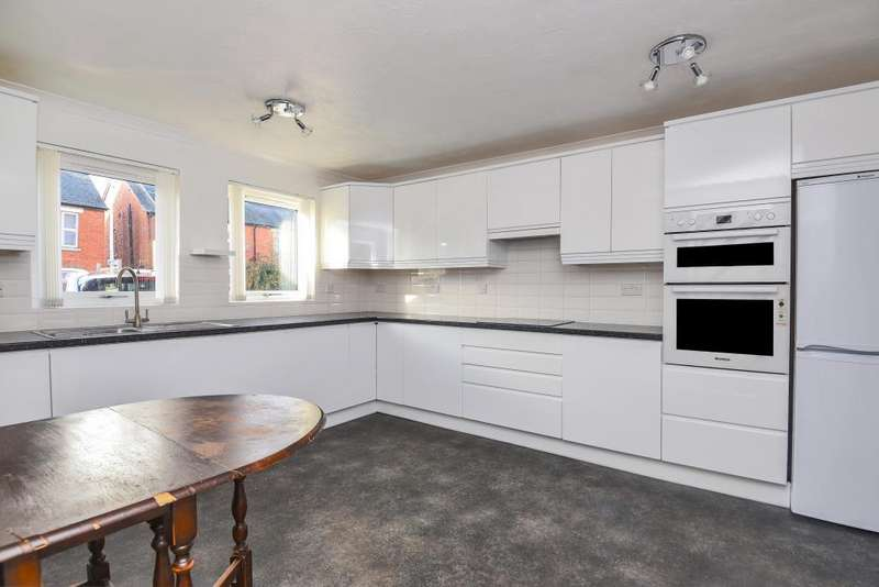 3 Bedrooms House for sale in St. Marys Road, Newbury, RG14