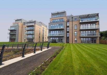 2 Bedrooms Flat for sale in Eldon Street, Greenock