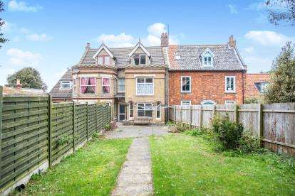 3 Bedrooms Terraced House for sale in Bases Lane, Wells-Next-The-Sea, Norfolk