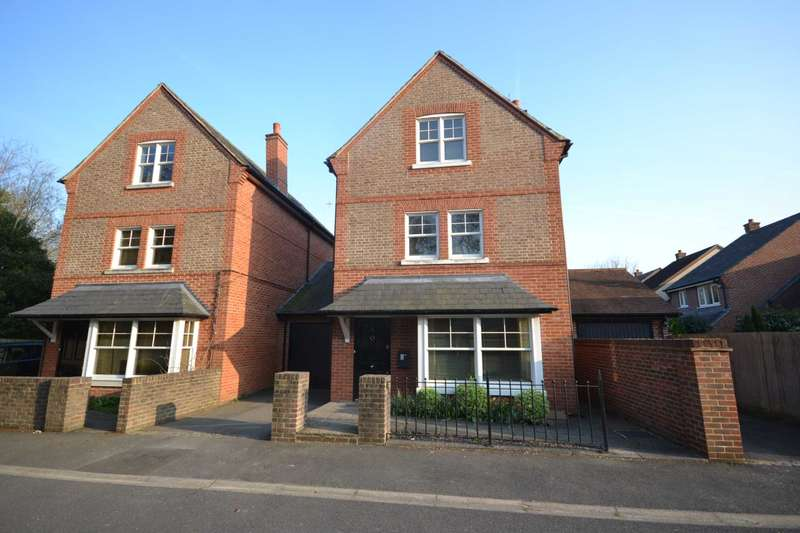 4 Bedrooms Link Detached House for sale in St. Benets Way, Emmer Green