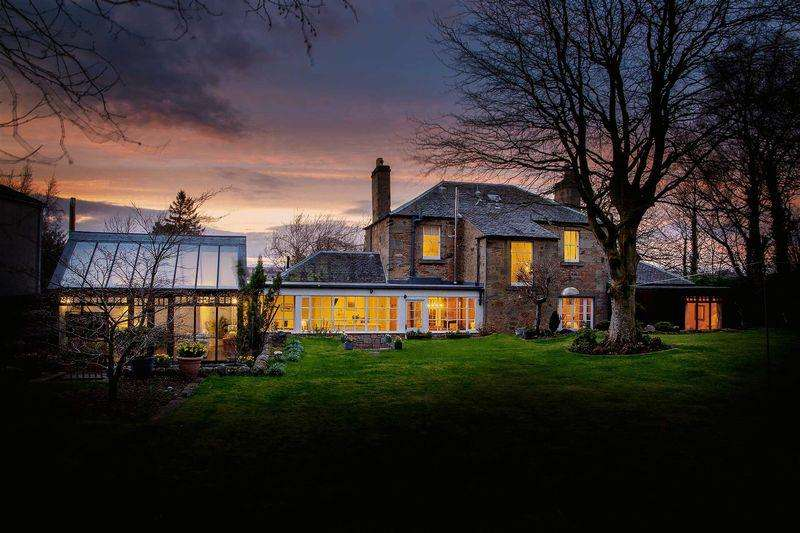 5 Bedrooms Detached House for sale in Rosemount, Friarsbrae, Linlithgow