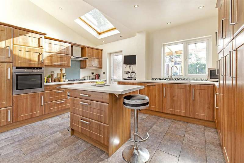 3 Bedrooms Detached House for sale in Walgrove Road, Chesterfield