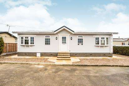 2 Bedrooms Mobile Home for sale in Woodside Park Homes, Luton