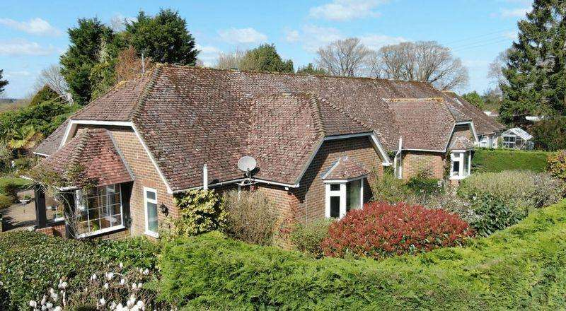 4 Bedrooms Bungalow for sale in West End Lane, Henfield