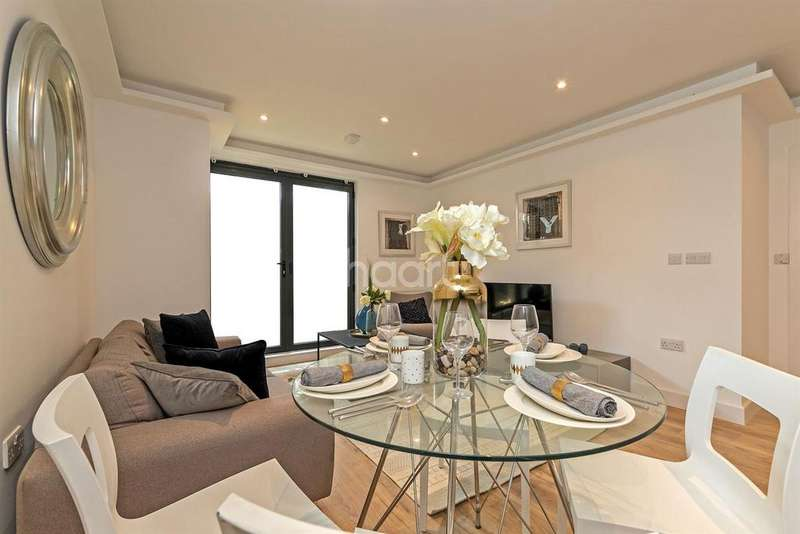 3 Bedrooms Flat for sale in Town Centre
