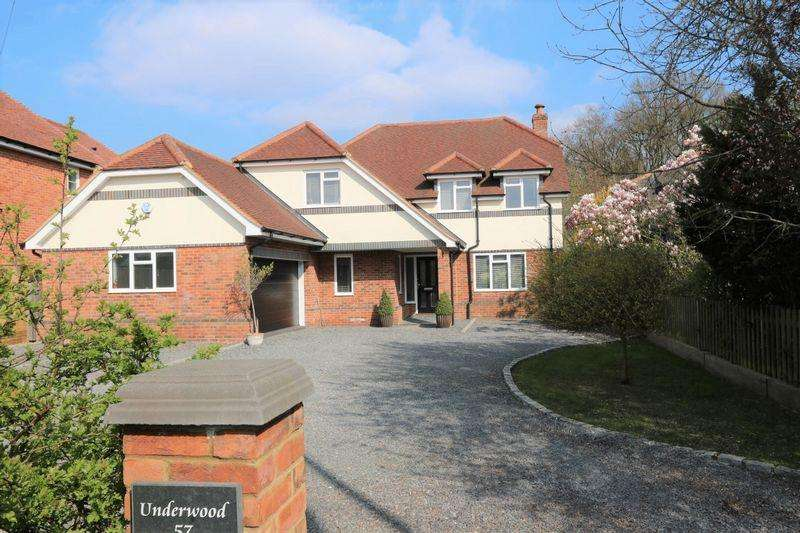4 Bedrooms Detached House for sale in Hazlemere Road, Penn