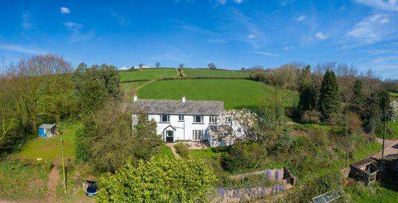 4 Bedrooms Detached House for sale in Country Living!