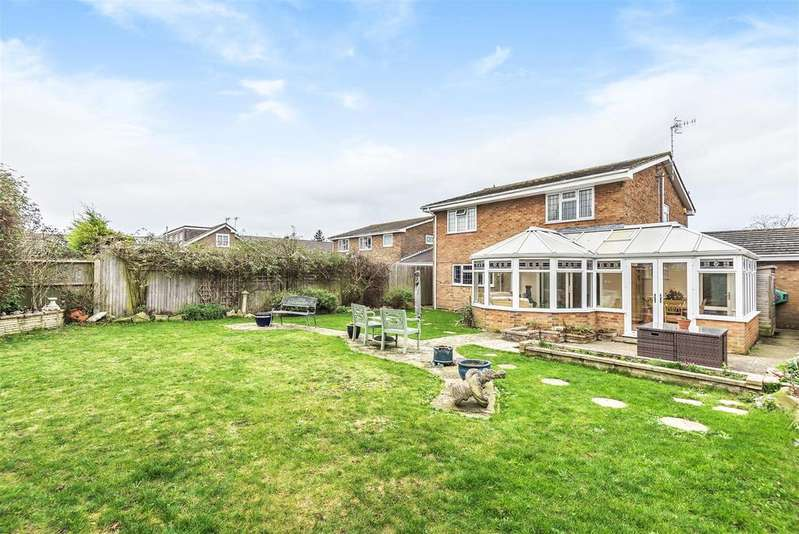 4 Bedrooms Detached House for sale in Mount Caburn Crescent, PEACEHAVEN