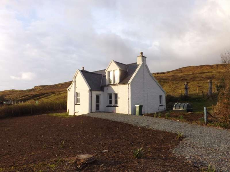 3 Bedrooms Detached House for sale in 7 Carbostbeg, Carbost, Isle of Skye IV47