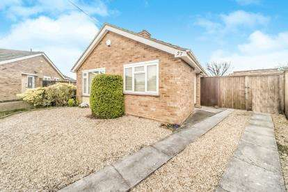2 Bedrooms Bungalow for sale in High View, Putnoe, Bedford, Bedfordshire