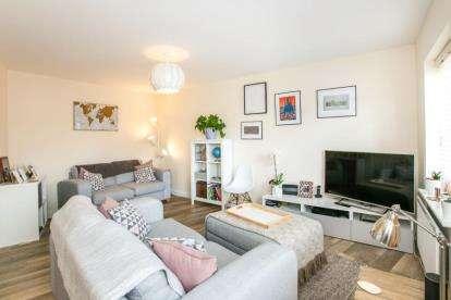 2 Bedrooms Maisonette Flat for sale in Collings Crescent, Biggleswade, Bedfordshire