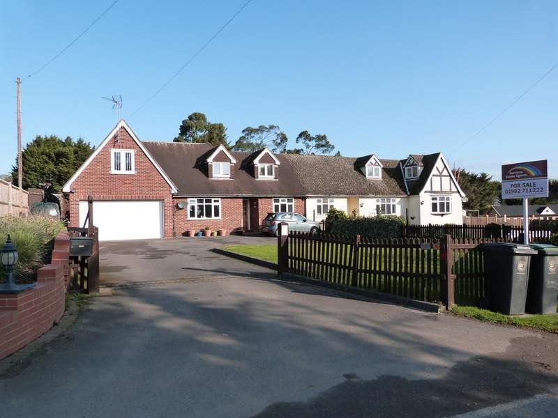 5 Bedrooms Chalet House for sale in Claverhambury Road, Waltham Abbey