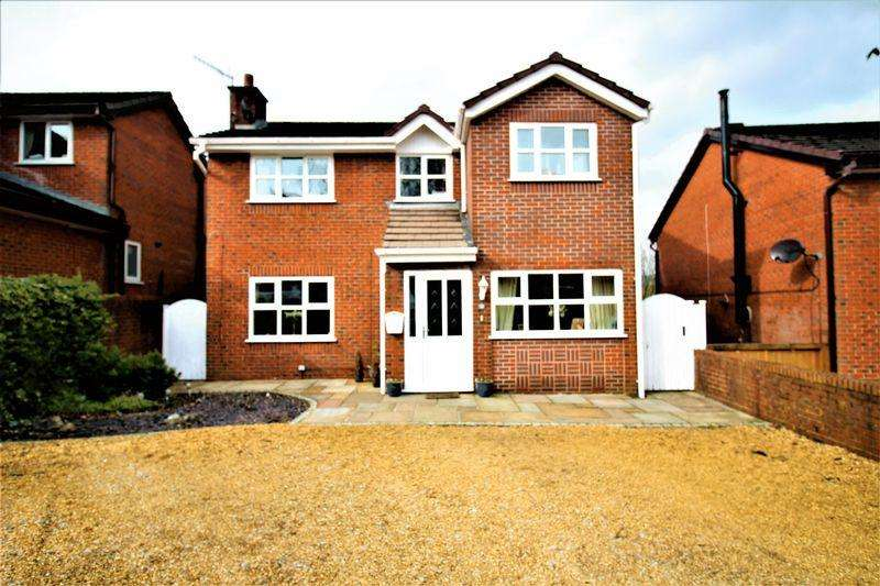 5 Bedrooms Detached House for sale in Wharncliffe Close, Hadfield