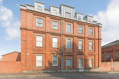 2 Bedrooms Flat for sale in Kemback Street, Dundee