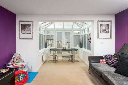 3 Bedrooms Terraced House for sale in Heron Road, Leighton Buzzard, Beds, Bedfordshire