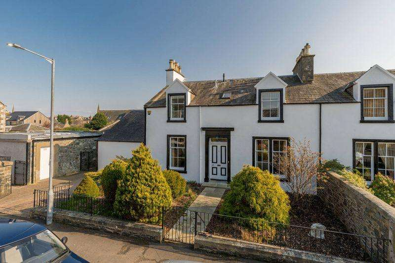 4 Bedrooms Semi Detached House for sale in 1 Crossland Crescent, Peebles, EH45 8LF