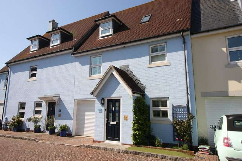 3 Bedrooms Town House for sale in Haven Close, Mudeford, Christchurch BH23