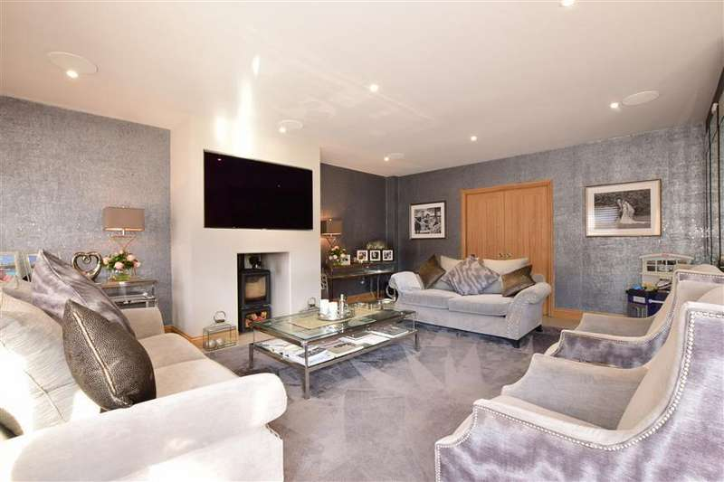 5 Bedrooms Detached House for sale in Langstone Road, Havant, Hampshire