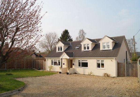 4 Bedrooms Detached House for sale in Low Street, Wicklewood, Wymondham