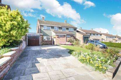 3 Bedrooms Semi Detached House for sale in Appleby Gardens, Dunstable, Bedfordshire, England