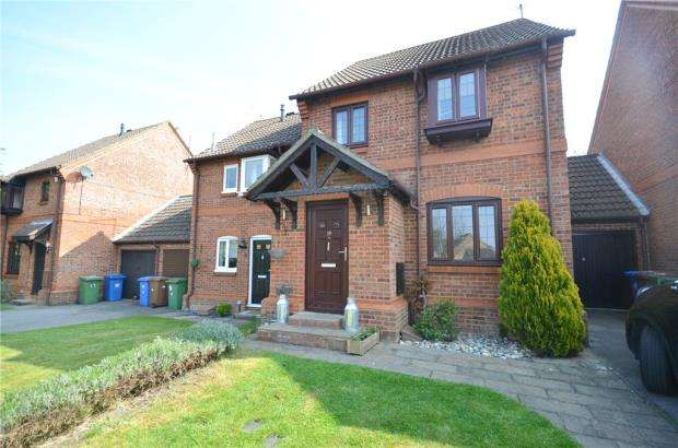 3 Bedrooms Semi Detached House for sale in Simkins Close, Winkfield Row, Berkshire