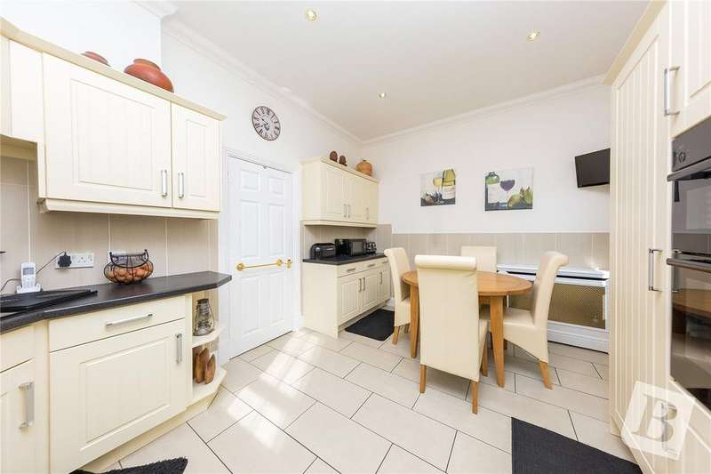 4 Bedrooms End Of Terrace House for sale in The Mall, Hornchurch, RM11