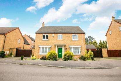 4 Bedrooms Detached House for sale in Banks Drive, Sandy, Bedfordshire, .