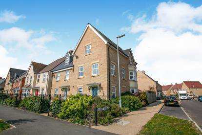 4 Bedrooms Semi Detached House for sale in Venus Avenue, Biggleswade, Bedfordshire, .
