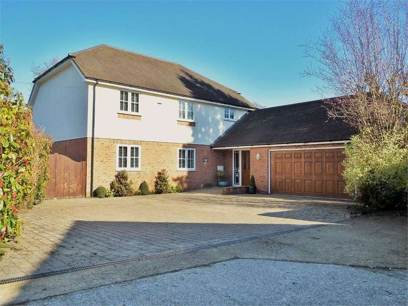 4 Bedrooms Detached House for sale in The Garth, FARNBOROUGH, Hampshire