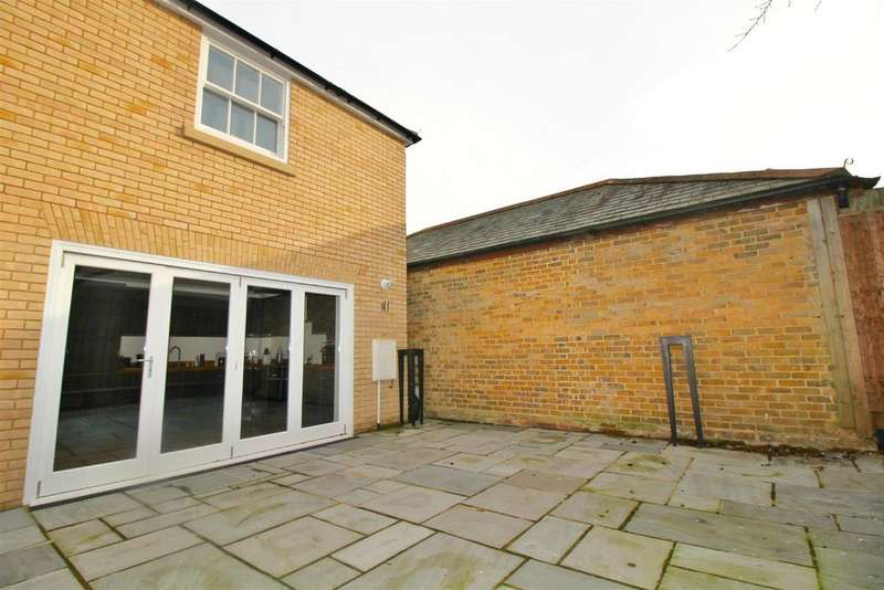 3 Bedrooms House for sale in New Road, Harlow