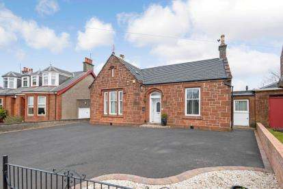 4 Bedrooms Detached House for sale in Main Road, Crookedholm