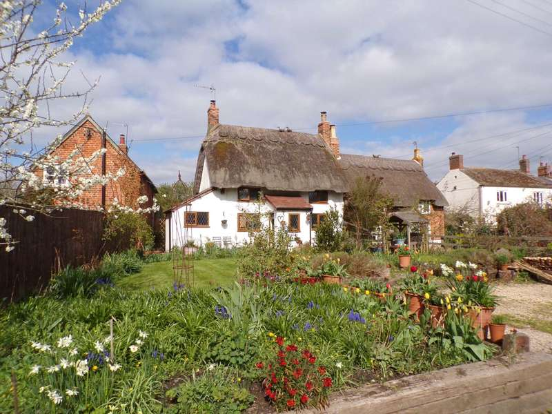 2 Bedrooms Cottage House for sale in Main Street, Twyford, Buckinghamshire