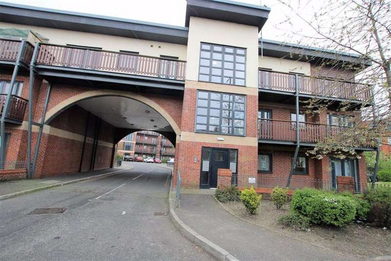 2 Bedrooms Flat for sale in Canalside, Radcliffe, Manchester