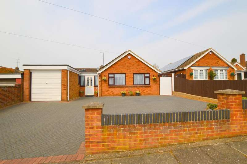 3 Bedrooms Detached Bungalow for sale in Sedbury Close, Limbury Mead, Luton, LU3 2UP