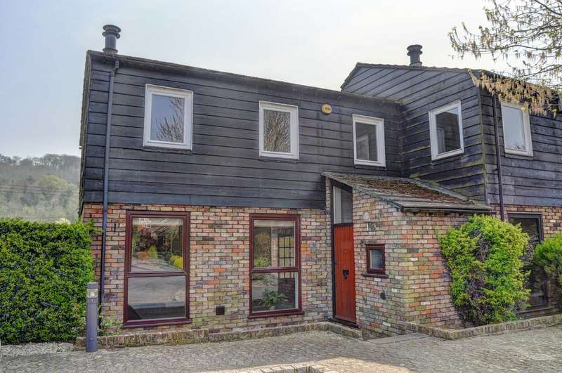 3 Bedrooms Semi Detached House for sale in Bisham Court, Marlow