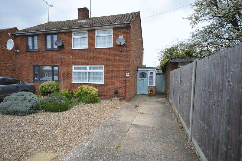 2 Bedrooms Semi Detached House for sale in Kinross Crescent, Luton