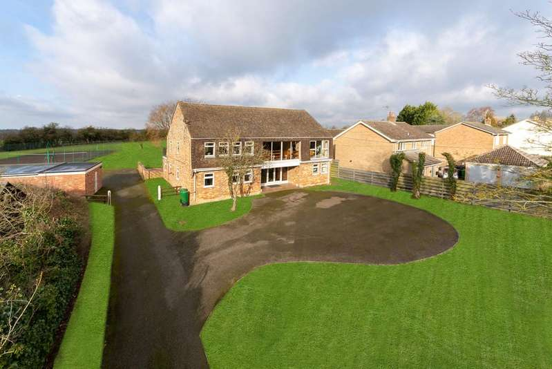 5 Bedrooms Detached House for sale in West Wickham