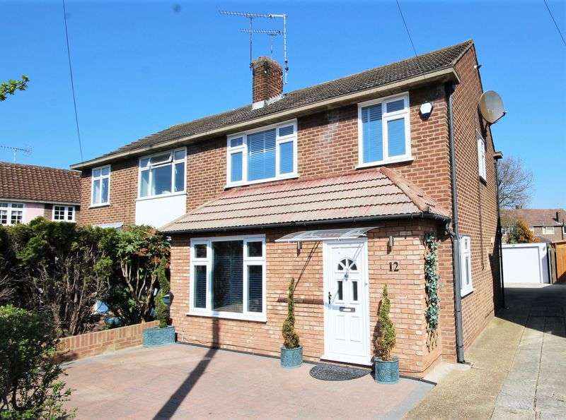 4 Bedrooms Property for sale in Woodland Avenue, Hutton, Brentwood