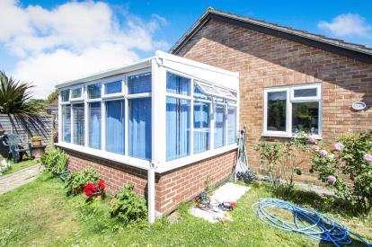 3 Bedrooms Bungalow for sale in New Milton, Hants