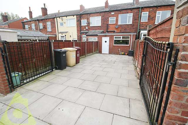 2 Bedrooms Terraced House for sale in Bolton Road, Westhoughton, BL5 3DN