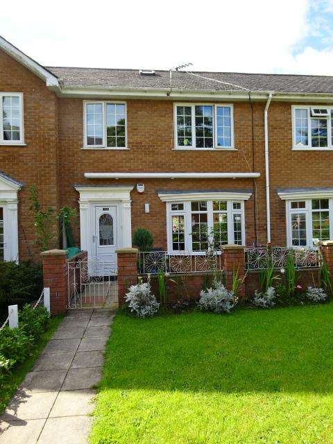 3 Bedrooms Terraced House for sale in GLANTRAETH, BANGOR LL57