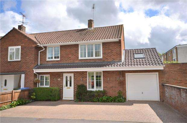 3 Bedrooms End Of Terrace House for sale in Hart Close, Bracknell, Berkshire