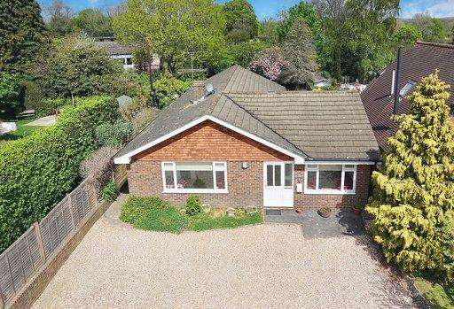4 Bedrooms Bungalow for sale in East Gardens, Ditchling, East Sussex, BN6 8ST