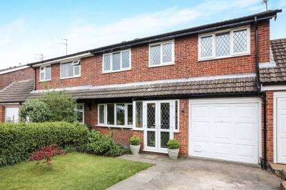 4 Bedrooms Semi Detached House for sale in Hathaway Drive, Macclesfield, Cheshire