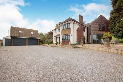 4 Bedrooms Detached House for sale in Station Road, Wickwar, Gloucestershire