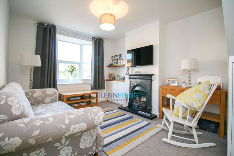 2 Bedrooms Semi Detached House for sale in Fairfield Road, Burnham -