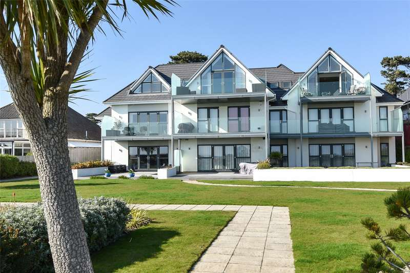3 Bedrooms Flat for sale in Seascape, 27 Wharncliffe Road, Highcliffe, Dorset, BH23